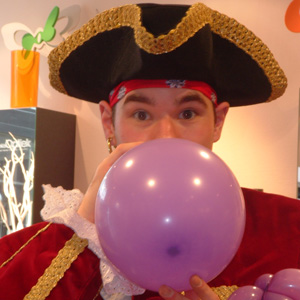 Sjaak the Pirate as balloon artist
